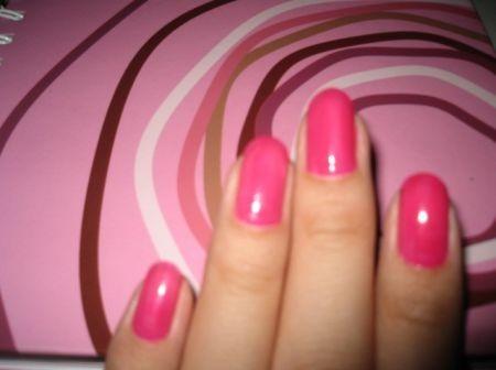 smalto-rosa-unghie