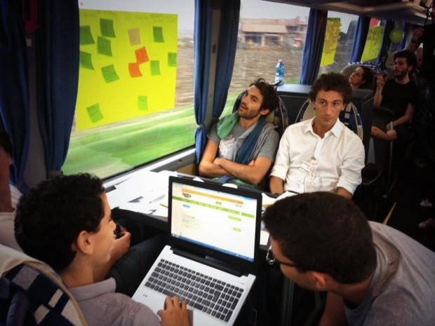 StartupBus_72_ore_a_bordo_di_un_bus_per_sviluppare_una_startup_01-620x465