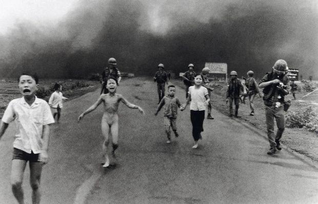Nick-Ut-Children-Fleeing-an-Aerican-Napalm-Strike-1972